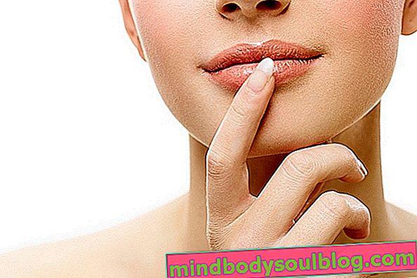 乾燥した唇を保湿するための3つの簡単なヒント