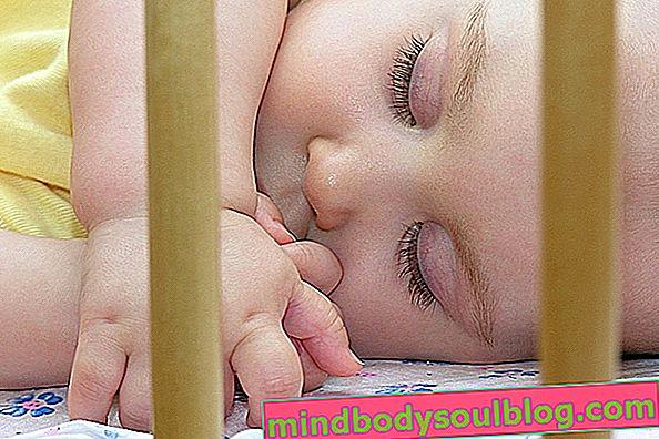 6 стъпки за бебето да спи само в креватчето