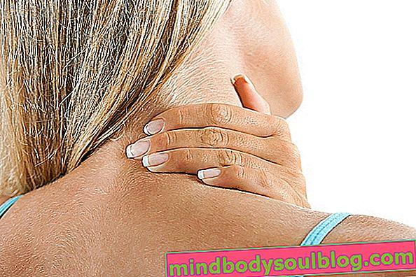 首の痛みを和らげる4つの簡単な方法