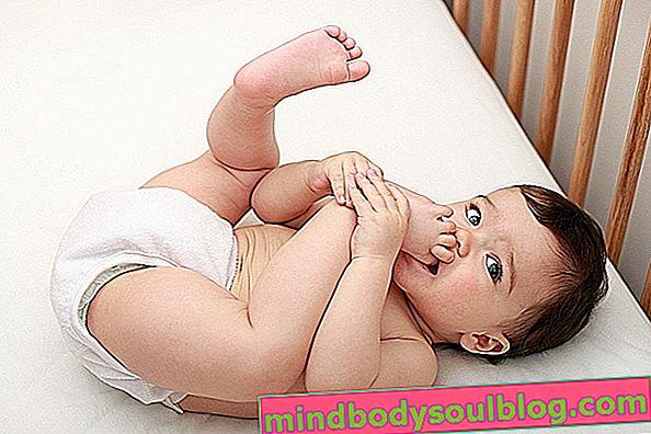 ماذا يفعل الطفل مع 7 أشهر