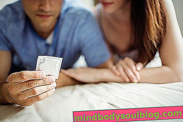 Chlamydia: qu'est-ce que c'est, symptômes et comment l'attraper